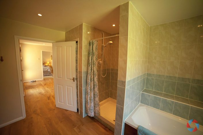 The Cottage Needingworth - spacious bathroom with shower
